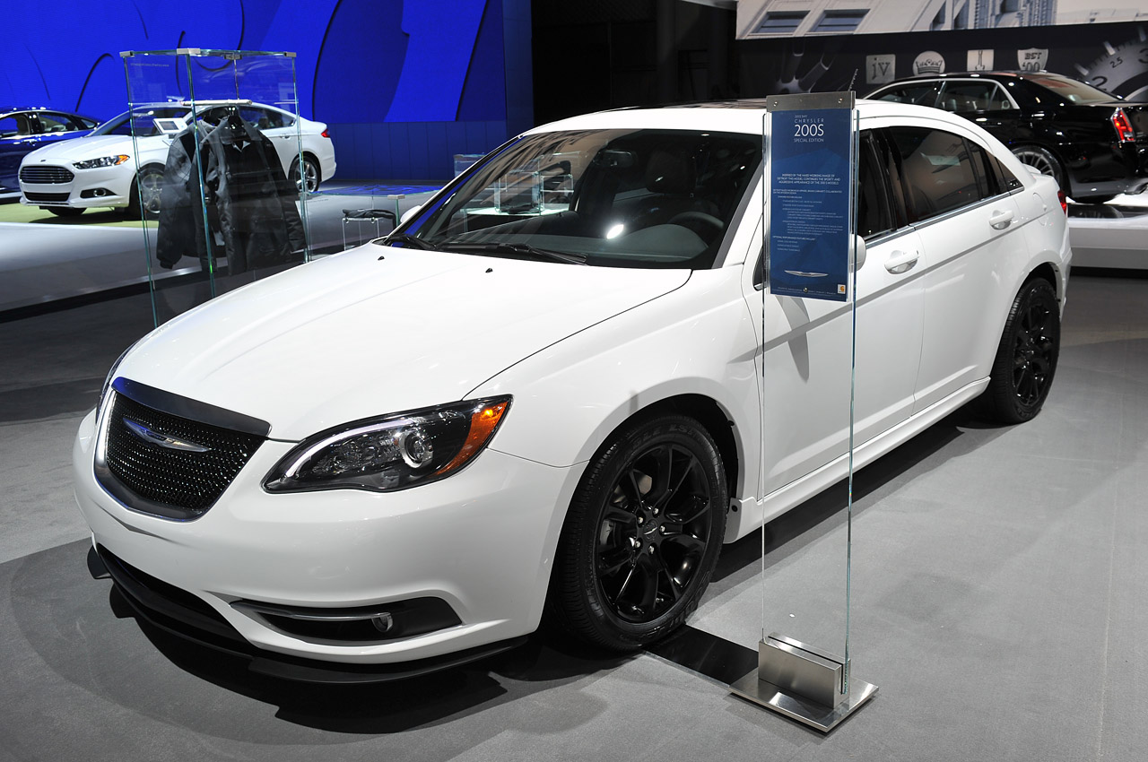 2013 5 chrysler 200 s special edition is a sebring swan song autoblog. Black Bedroom Furniture Sets. Home Design Ideas