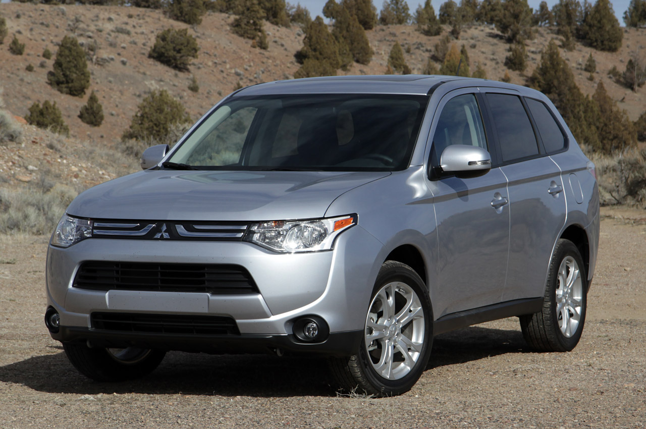 mitsubishi says 2016 outlander phev for us 39 will be completely different 39 autoblog. Black Bedroom Furniture Sets. Home Design Ideas