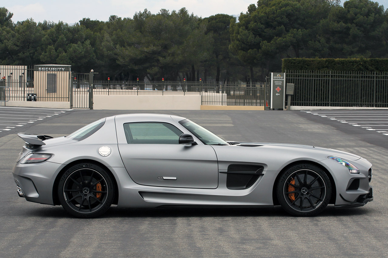 2014 mercedes sls amg black series to start at 275k c63 edition 507 priced from 70k autoblog. Black Bedroom Furniture Sets. Home Design Ideas