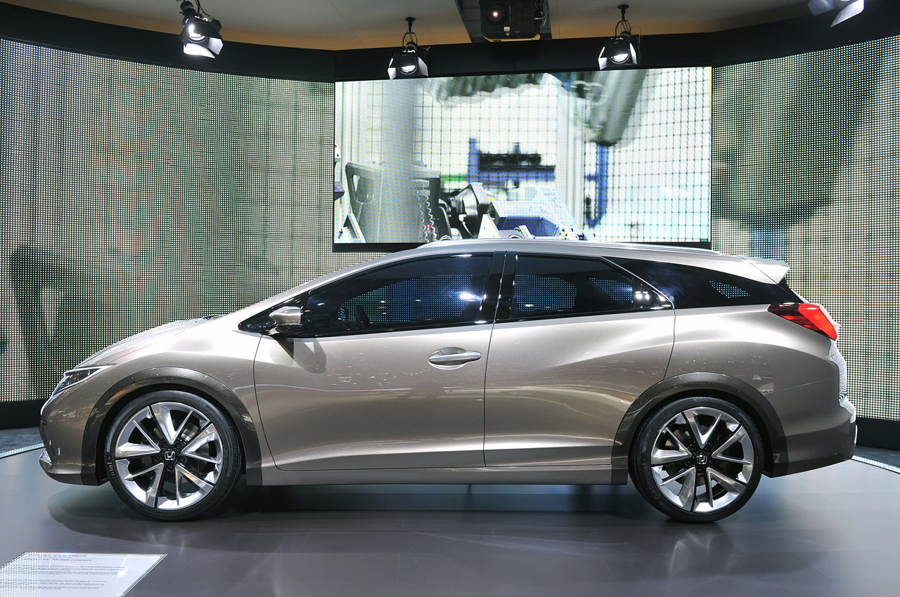 Honda Civic Tourer Concept shows the shape of European ...