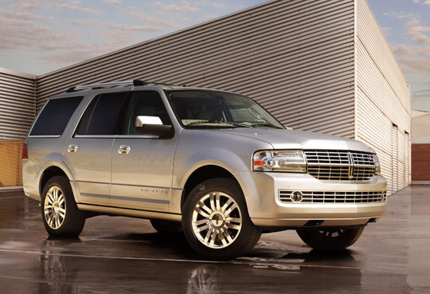 2013 Lincoln Navigator - front three-quarter view, silver