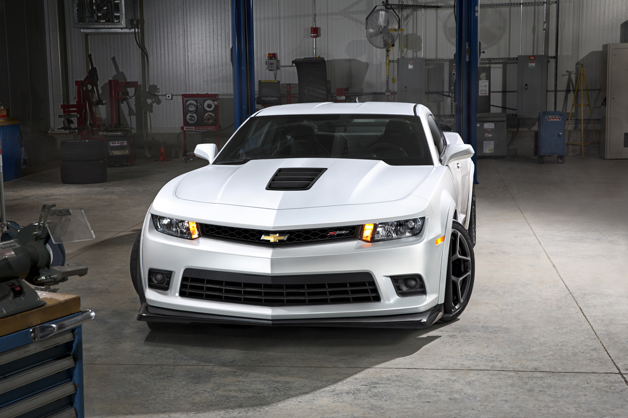 2014 chevy camaro z 28 photo gallery autoblog. Black Bedroom Furniture Sets. Home Design Ideas
