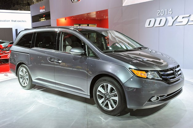 2014 Honda Odyssey live on NY Auto Show floor - front three-quarter