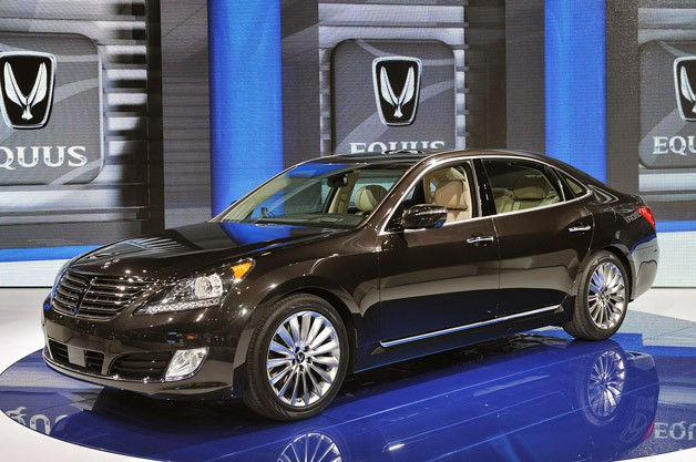 2014 Hyundai Equus gallops into New York with first major refresh