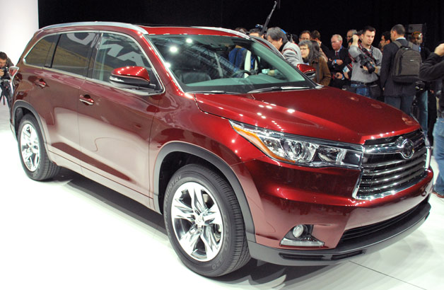 2014 Toyota Highlander Hybrid - front three-quarter view live from 2013 NY Auto Show reveal