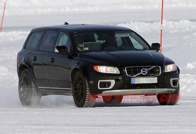 2015 Volvo XC90 mule spotted testing in the snow
