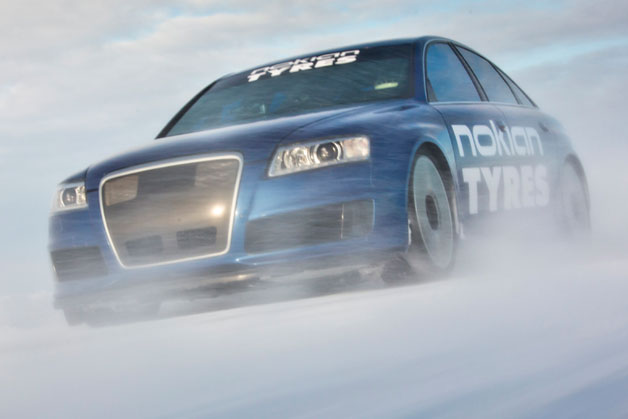 Nokian-prepped Audi RS6 world speed record for ice - video screencap