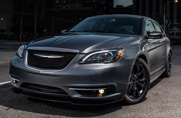 2013.5 Chrysler 200 S Special Edition - front three-quarter view