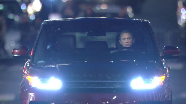 Daniel Craig driving the 2014 Land Rover Range Rover Sport - video screencap