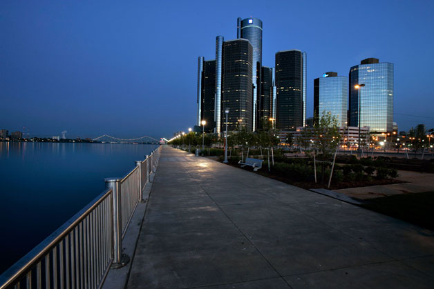 GM's RenCen domicile starting dark(er) during night for a birds