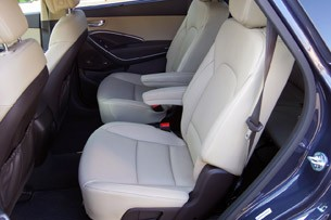 2013 Hyundai Sante Fe rear seats