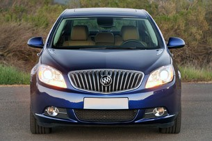 2013 Buick Verano Turbo front view