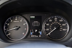 2014 Mitsubishi Outlander gauges
