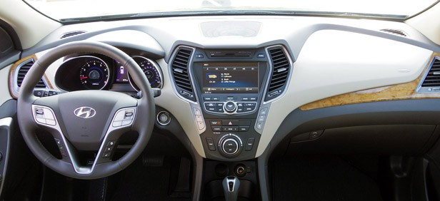 2013 Hyundai Sante Fe interior
