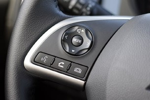 2014 Mitsubishi Outlander steering wheel controls