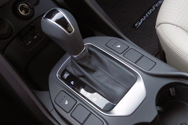2013 Hyundai Sante Fe shifter