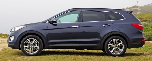 2013 Hyundai Sante Fe side view