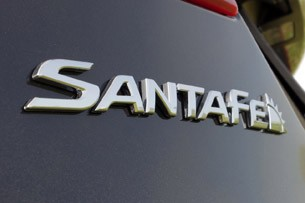 2013 Hyundai Sante Fe badge