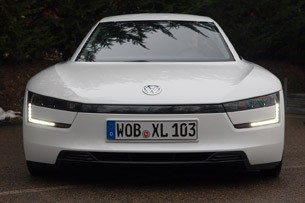 2014 Volkswagen XL1 front view