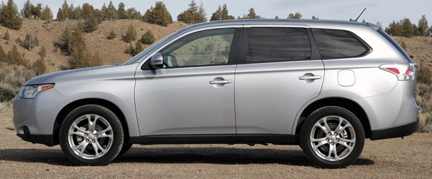 2014 Mitsubishi Outlander side view