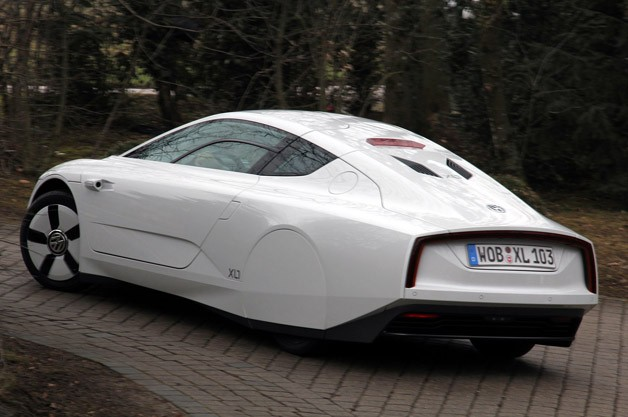 2014 Volkswagen XL1 rear 3/4 view