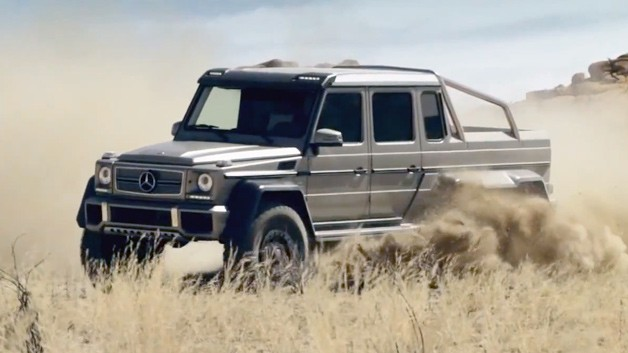 Mercedes-Benz G63 AMG 6x6 tearing up the desert - video screencap