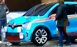 Mystery Renault concept caught on camera phone - video screencap