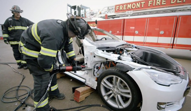Watch the jaws of life tear apart a tesla model s for Green light motors fremont