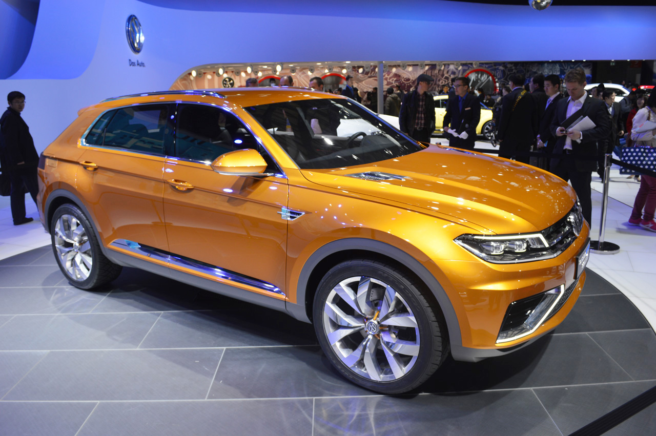 volkswagen crossblue coupe concept  green tinted high performance autoblog