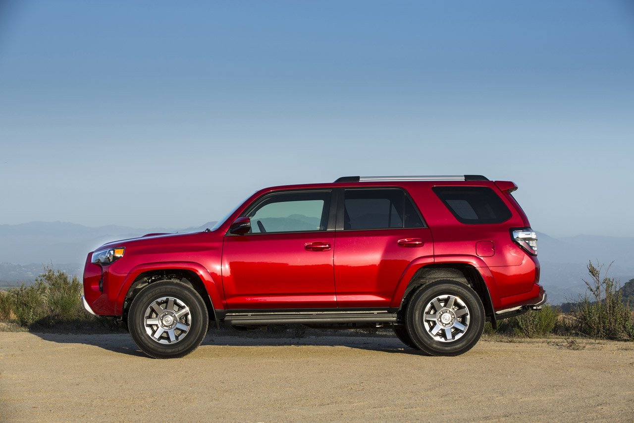 2014 toyota 4runner photo gallery autoblog. Black Bedroom Furniture Sets. Home Design Ideas