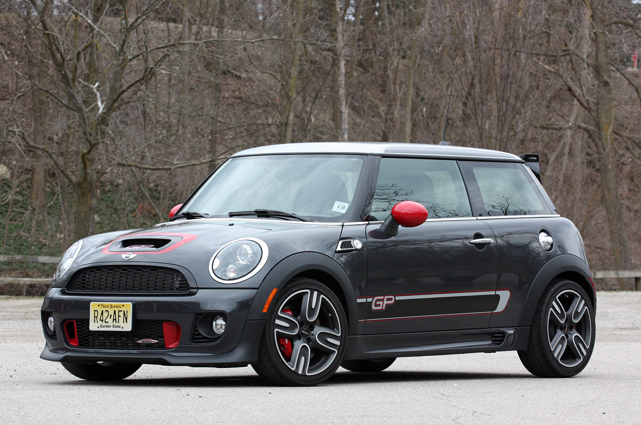 2013 mini john cooper works gp autoblog. Black Bedroom Furniture Sets. Home Design Ideas