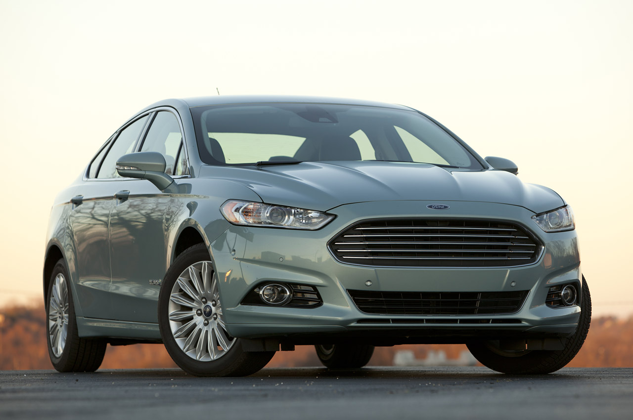 2013 ford fusion hybrid se review photo gallery autoblog. Black Bedroom Furniture Sets. Home Design Ideas