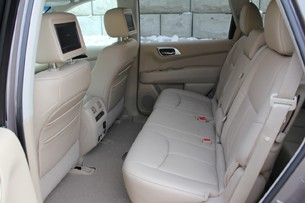 2013 Nissan Pathfinder second row seats