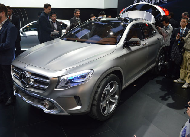 Mercedes-Benz GLA Concept - Shanghai 2013 - Front three-quarter view with crowd