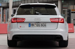 2013 Audi RS6 Avant rear view