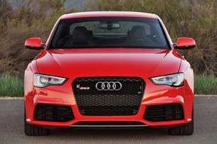 2013 Audi RS5 front view
