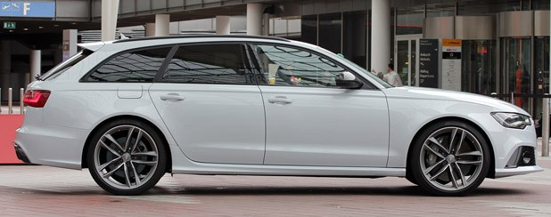 2013 Audi RS6 Avant side view