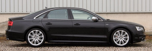 2013 Audi S8 side view