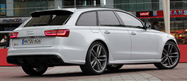 2013 Audi RS6 Avant rear 3/4 view