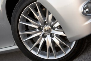 2013 Lexus GS450h wheel