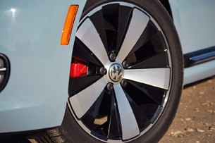 2013 Volkswagen Beetle Turbo Convertible wheel