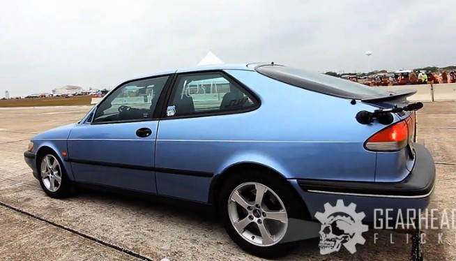 Sleeper Saab 900 takes on Texas Mile - video screencap