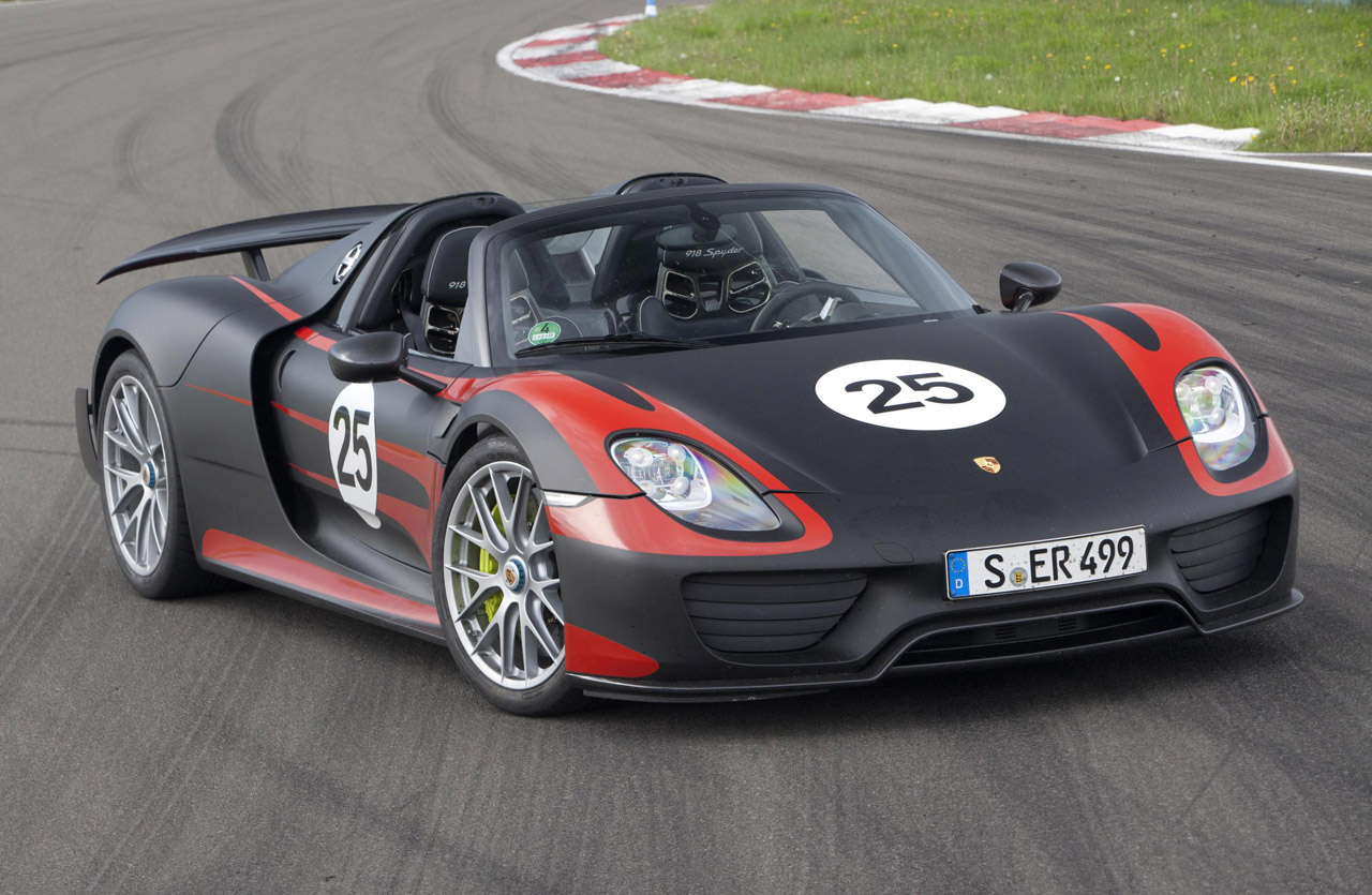 pics aplenty porsche 918 spyder shows its production body. Black Bedroom Furniture Sets. Home Design Ideas