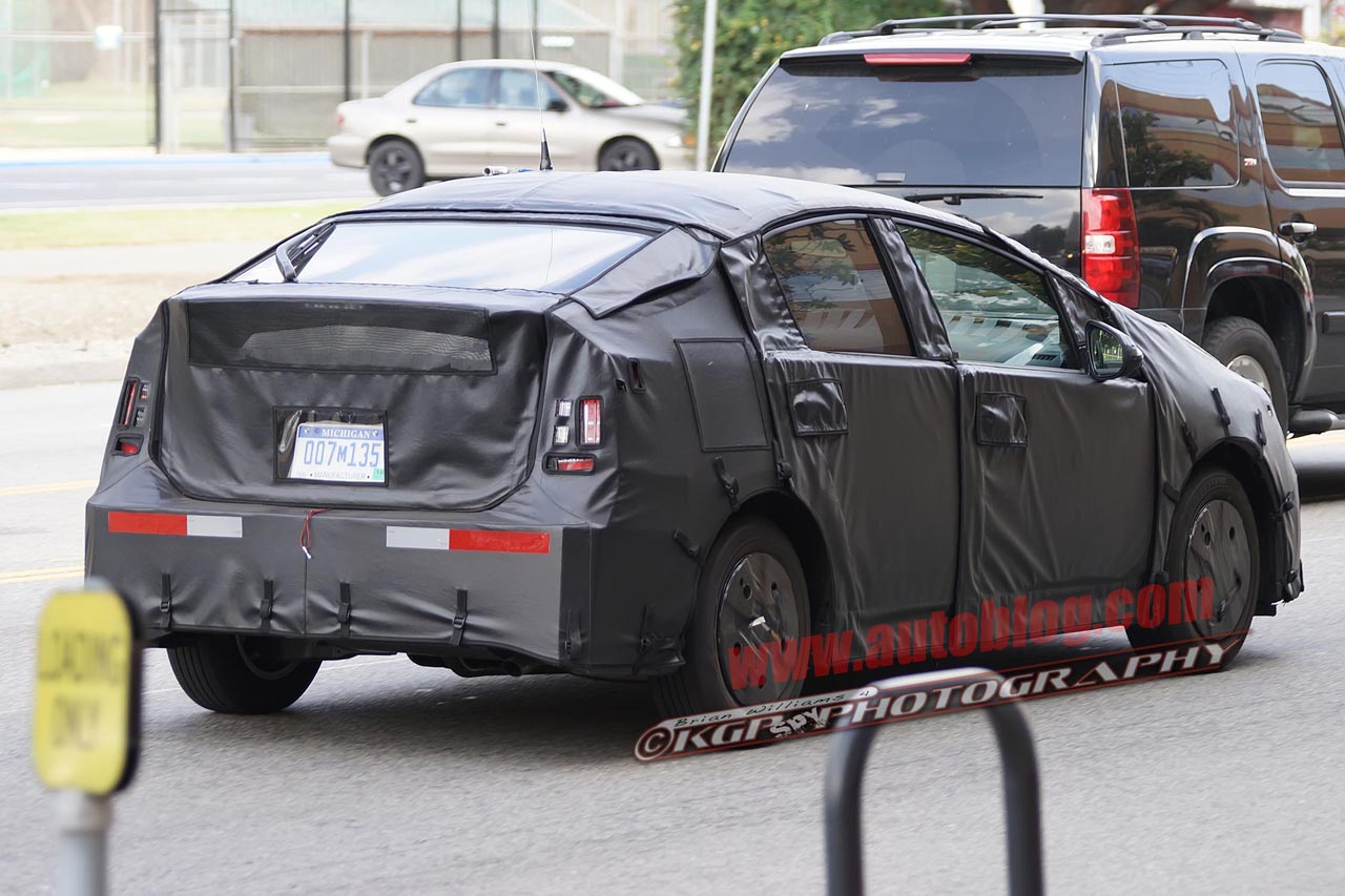 2015 toyota prius spy shots photos