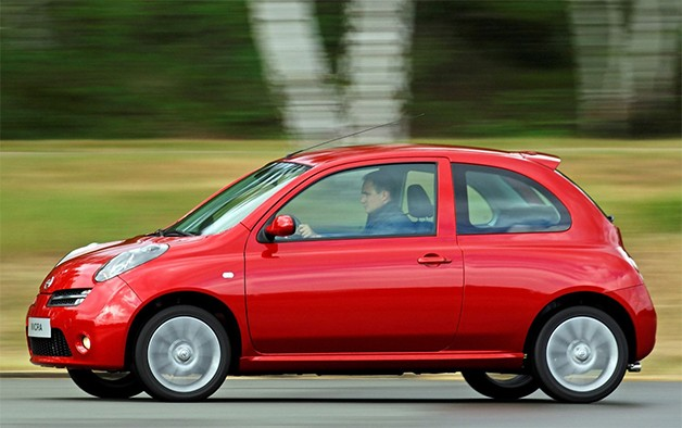 2006 Nissan Micra at speed