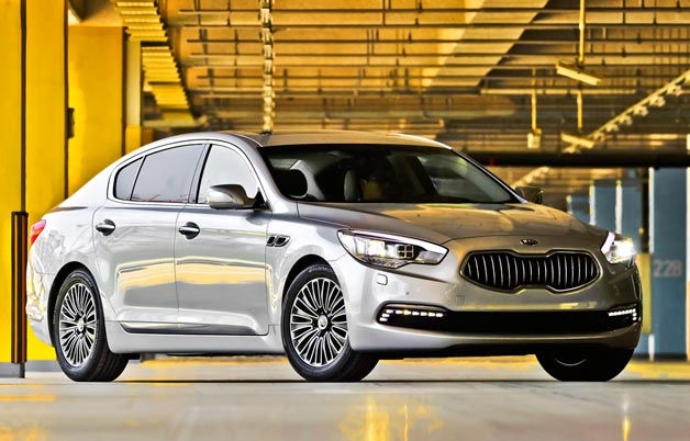 ?2013 Kia Quoris - silver - front three-quarter view