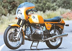 BMW R 90 S in Daytona Orange - front three-quarter view