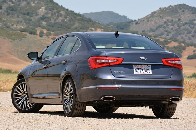 2014 Kia Cadenza rear 3/4 view