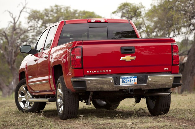2014 Chevrolet Silverado rear 3/4 view