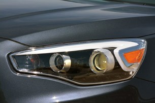 2014 Kia Cadenza headlight